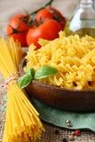 Pasta libera del glutine crudo dalla miscela di mais e della farina di riso Fotografia Stock