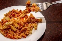 Pasta med en smaklig tomatsås Royaltyfri Foto