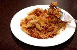 Pasta med en smaklig tomatsås Royaltyfri Bild