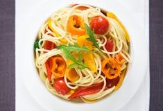 Pasta med färgrika grönsaker Fotografering för Bildbyråer