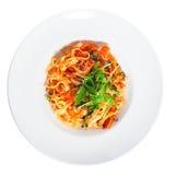 Pasta med grönsaker, en platta, överkant, zucchini, tomater, tomatdeg Arkivfoton
