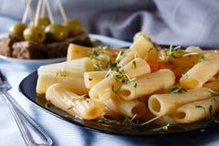 Pasta med källkrasse och canape Royaltyfria Bilder