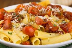 Pasta med körsbärsröda tomater Royaltyfri Foto