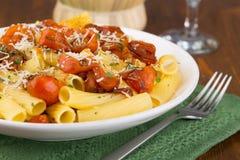 Pasta med körsbärsröda tomater Royaltyfria Foton