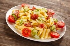 Pasta med kött och grönsaker Royaltyfria Bilder