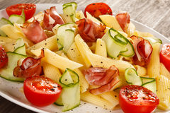 Pasta med kött och grönsaker Arkivbilder
