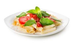 Pasta med ketchup och gräsplaner royaltyfri bild
