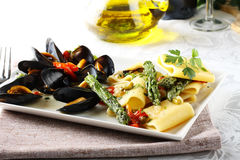 Pasta med musslor och sparris Fotografering för Bildbyråer