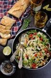 Pasta med oliv och tomater Fotografering för Bildbyråer