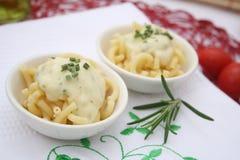 Pasta med ost royaltyfria bilder