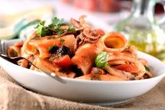 Pasta med tioarmade bläckfisken Royaltyfri Fotografi