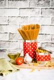 Pasta med tomaten och olivolja Fotografering för Bildbyråer