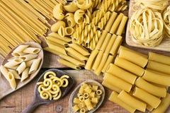 Pasta med wood bakgrund Royaltyfria Bilder