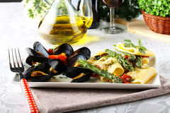 Pasta with mussels and asparagus Royalty Free Stock Photography