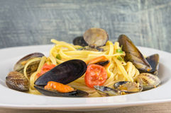 Pasta with mussels, clams and cherry tomatoes Stock Photography