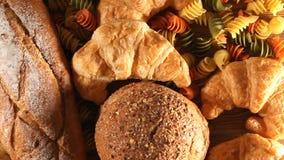 Pasta och bröd stock video