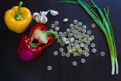 pasta och olika grönsaker Royaltyfri Bild