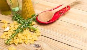 Pasta och rosmarin Arkivbild