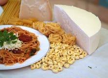 Pasta och spagetti royaltyfria bilder