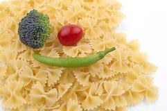 Pasta på vit bakgrund Arkivfoto