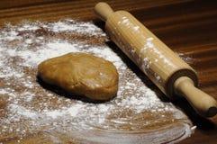 Pasta per i biscotti del pan di zenzero sulla tavola Fotografia Stock Libera da Diritti
