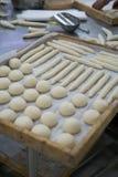 Pasta recién hecha para las bandejas de madera de Rolls Imagen de archivo libre de regalías
