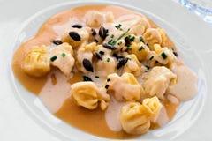 Pasta riempita con una salsa cremosa della zucca Fotografie Stock