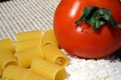 Pasta, riso e pomodoro Fotografia Stock Libera da Diritti
