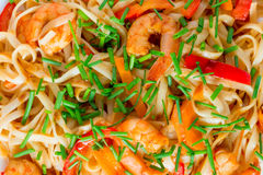 Pasta with shrimp and vegetables in soy sauce Stock Photography