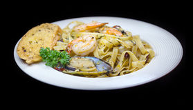Pasta with shrimps and mussel Royalty Free Stock Photos