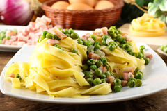Pasta tagliatelle with peas and bacon Royalty Free Stock Photos