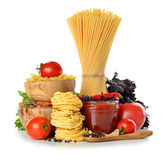 Pasta, tomater och tomatsås Arkivbild