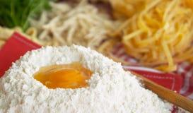 Pasta, uovo, farina, Fotografie Stock