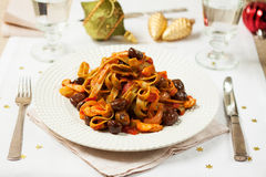Pasta vegetariana con le castagne in salsa al pomodoro Fotografia Stock