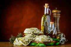 Pasta verde di tagliatelle con lo spazio della copia Fotografie Stock Libere da Diritti