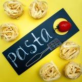Pastabegrepp, tagliatelle, innan att laga mat fotografering för bildbyråer