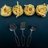 Pastabegrepp, tagliatelle, innan att laga mat, royaltyfri bild