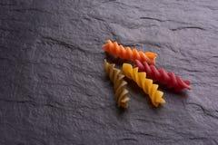 Pastas anaranjadas y rojas de Eco imagen de archivo