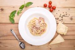 Pastas Carbonara con tocino Foto de archivo