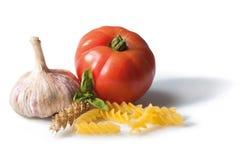 Pastas con ajo y el tomate Foto de archivo libre de regalías