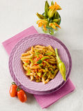 Pastas con la flor de los calabacines Fotografía de archivo