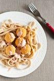 Pastas con las albóndigas del pollo Fotos de archivo