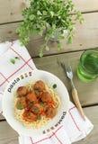 Pastas con las albóndigas y la salsa de tomate Fotografía de archivo libre de regalías