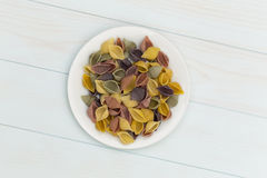 Pastas crudas del cocciolette en una placa blanca Imagen de archivo libre de regalías