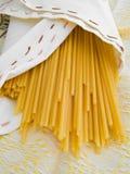 Pastas de Bucatini. Alimento italiano. Foto de archivo