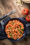 Pastas de Cavatelli con la salsa de tomate fresca imágenes de archivo libres de regalías