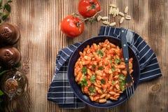 Pastas de Cavatelli con la salsa de tomate fresca foto de archivo libre de regalías