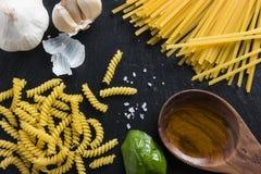 Pastas de cocinar mediterráneas de la comida italiana Imagenes de archivo