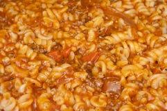 Pastas de Fusilli con la carne picadita y la salsa de tomate Imagen de archivo libre de regalías