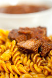 Pastas de Fusilli con la salsa napolitana de la carne del ragu del estilo Imagen de archivo